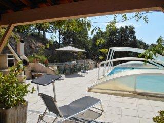 Large house w/swimming pool & WiFi