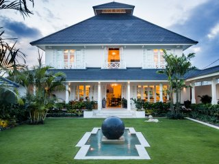 Stunning 5 brm, 5 star villa in the picturesque rice fields of Pererenan, Bali.