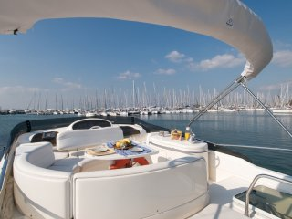 Luxurious boat w/ 3 rooms in Alimos