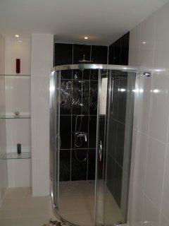 bathroom for double bedroom