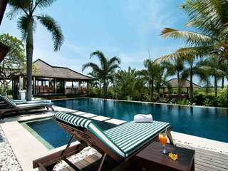 5BR villa with stunning pool in Echo Beach Canggu
