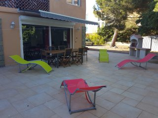 LOVELY SEPTEMBER HOLIDAY. VILLA PORT-FREJUS 100 M. BEACH AND PARK