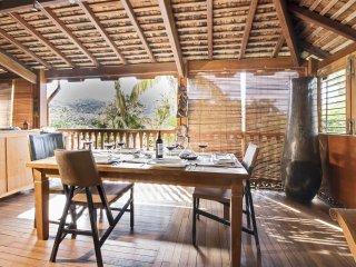 Rustic flat w/ furnished terrace