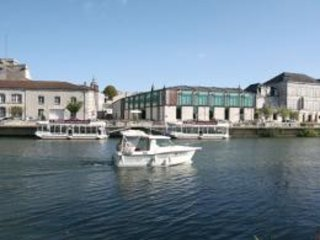 Apartment with one bedroom in Cognac, with WiFi - 77 km from the beach
