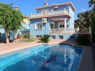 Villa Karma soleada, piscina, wifi, aire acondicionado, a 1km de playa arena