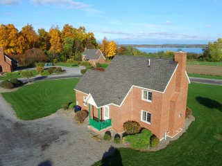 Cayuga Cottage overlooking Seneca Lake