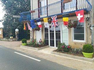 Welcome international customers façade to Taizé