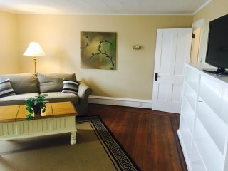 The White House Apartment - Short Term Furnished Extended Stay Living
