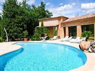 Villa w/ pool &private tennis court
