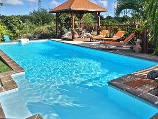 Tropical villa 5 mins from beach
