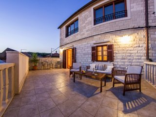 Spacious, luxurious and newly decorated villa