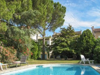 1 bedroom apartment with a furnished terrace and swimming pool access!