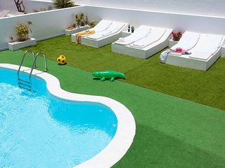 Terrace with private pool.