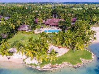 Beachfront Estate w/ Chef, Butler, Housekeeping, Private Pool, Free WIFI, AC