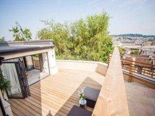 Calton Lookout | 1 Bed Holiday Rental with Spacious Sundeck