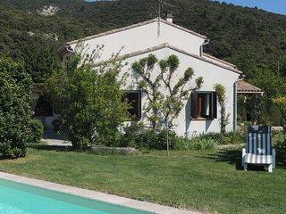 Spacieuse maison avec piscine et grand jardin