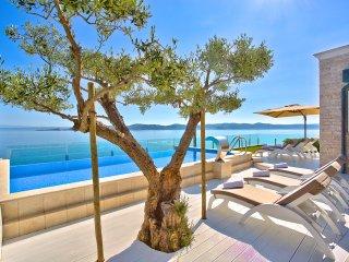 Villa Sarah - Elegant Beachfront Property