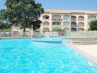 Appartement (T2) Avec piscine, à côté le golf et la plage.