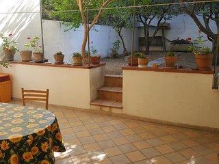 Casa vacanza con giardino e veranda per cene e grigliate all'aperto