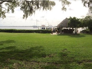 Gorgeous Beach Front Apartment Steps From 100Ft Fishing Dock And Sandy Beach.