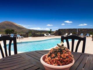 Apartamento Charisma 1 con piscina en los viñedos