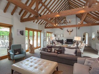 8 Bedroom Cotswold Country Barn Conversion - 5 Bed House with a 3 Bed Annex