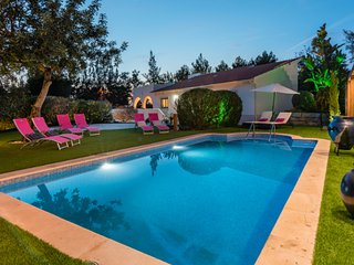 Villa Rock Gardens Beautiful & Traditional Villa with Heated Swimming Pool
