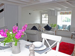 Beautifully refurbished cottage close to the Helford River