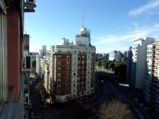 Apartment in Montevideo s Heart, 24 hrs security, shoppings buses & all you need