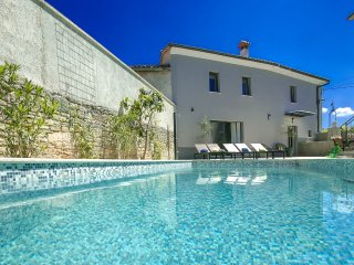 Charming Villa with swimming pool, part of a family