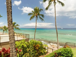 Hale Ma Kai: Condo w/ resort pool, private deck, and stunning ocean views