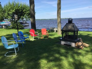 Lakefront cottage is summer paradise, sleeps 6