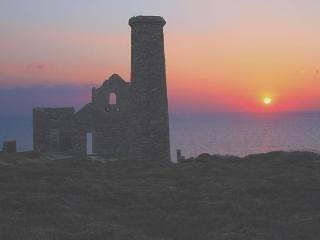 Stunning locations and amazing coastal walks nearby