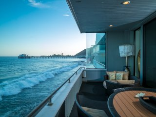 Beachfront Home w Balcony on the Water in Malibu