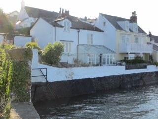 Dockside is a stunning 4 bedroom cottage on the Torridge Estuary in N Devon.