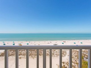 Island Inn #605 | Penthouse - direct beachfront - stunning views and elegant dec