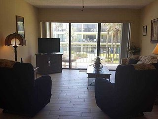 Crescent Beach Condo with good views of the ocean & pool - Ocean House 206