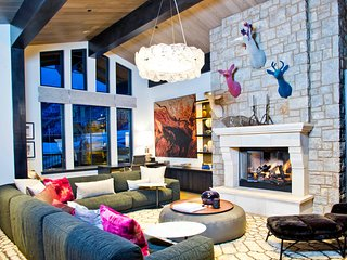 Luxurious Ski-in/Ski-Out 6Br Private Home - Sleeps 16! ~ RA135607