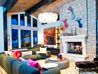 Luxurious Chalet w/ Private Elevator, Sleeps 16! Book Now!