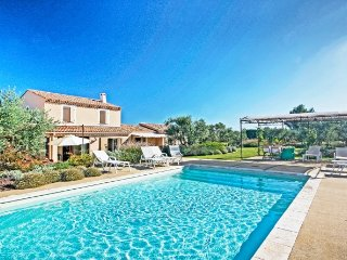 Elegant Villa in Provence Near Eygalières with Pool and Lush Gardens - Villa