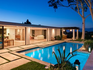 Massive Hollywood Modern Villa with Pool, Beautiful Indoor and Outdoor Scenes