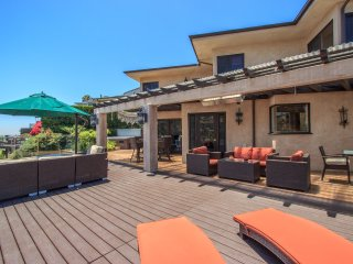 Mount Olympus Charming Estate with Hot Tub, Large Back Porch Perfect for Groups
