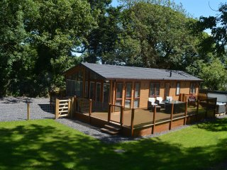 Luxury  lodge with hot tub near Benllech