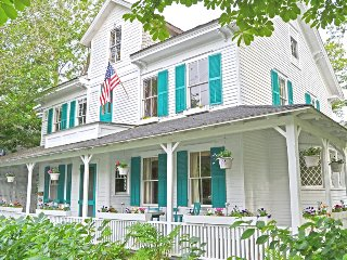 Petunia Cottage: Huge Queen Anne Victorian Style Home In The Heart Of Bar Harbor