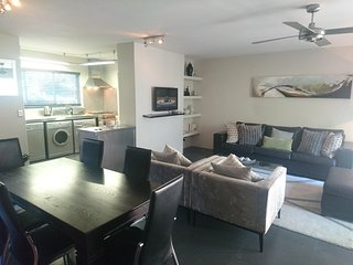 Apartment 383 m from the center of Cape Town with Internet, Air conditioning, Pa