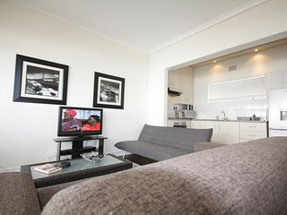 Apartment 1.5 km from the center of Cape Town with Internet, Balcony, Washing ma