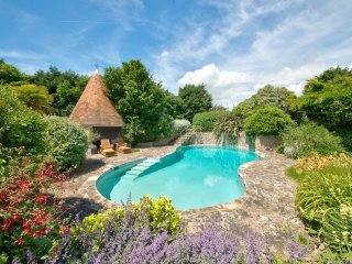 Shalfleet Manor and Cottage located in Shalfleet, Isle Of Wight