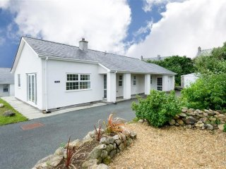 Bungalow in Abersoch with Internet, Terrace, Garden (674061)