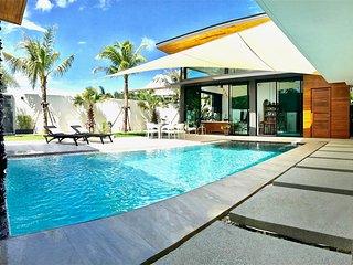 New Wonderful Villa in Nai Harn Center !