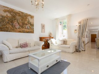 Villefranche-sur-Mer Villa Sleeps 10 with Pool and Air Con